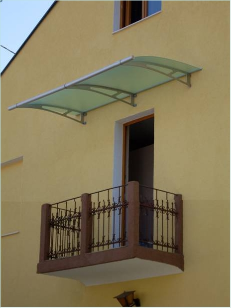 Pensilina per balcone profilati alluminio - Finestre in plexiglass ...